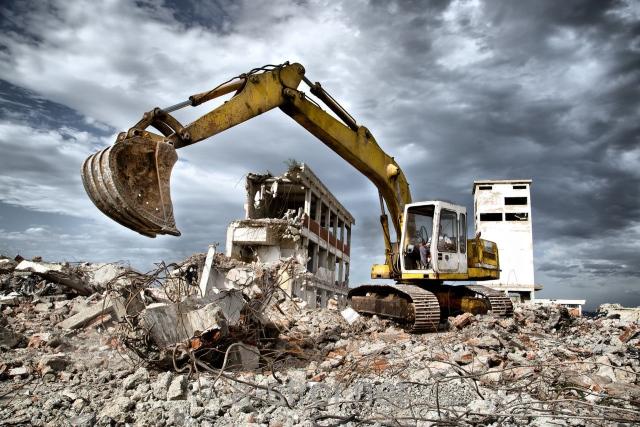 Демонтаж построек и вывоз мусора